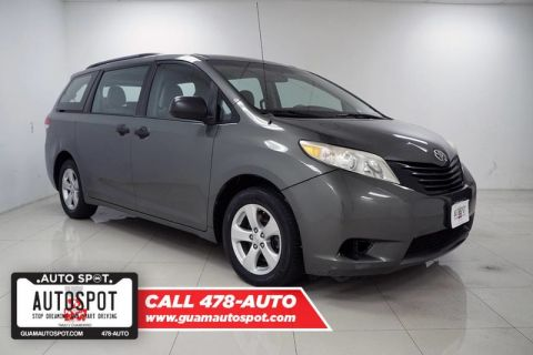 Pre-Owned 2013 Toyota Sienna LE